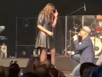 Zanger Wim Leys vraagt vriendin Lisa ten huwelijk tijdens optreden in Cultuurhuis EMotia