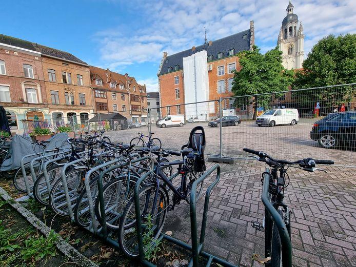 Vandaag kan je al je fiets stallen op het Possozplein maar binnenkort komt er een nieuwe overdekte fietsenstalling in Halle aan de kant van het Possozplein.