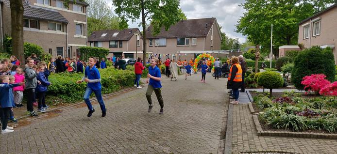 Kinderen van de Coppele en Mozaik rennen voor Ruud Marcelissen