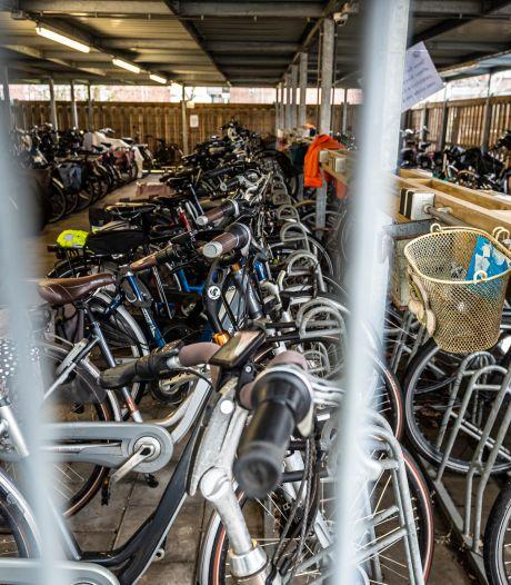 Door contactverbod moet moeder haar kinderen in de fietsenstalling van school in Bronckhorst ophalen: een speelafspraakje liep uit de hand...