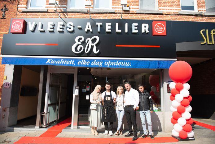 De familie van Erhan was allemaal aanwezig op de opening van ER Vleesatelier.