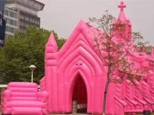 Anti-Nashville dienst in roze opblaaskerk op Hof