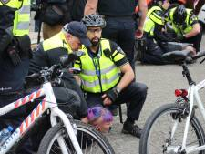 VIDEO: Onrustige betoging in Tilburg; 14 mensen aangehouden