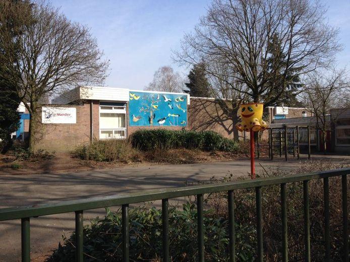 Basisschool De Vonder in Riel. Het gebouw wordt afgebroken en maakt plaats voor nieuwbouw.