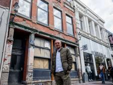 Waarom het 'rode pand' in de Enschedese binnenstad er nog steeds als een bouwval bij staat