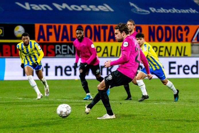 Sander van de Streek benutte in blessuretijd een dubieuze strafschop.