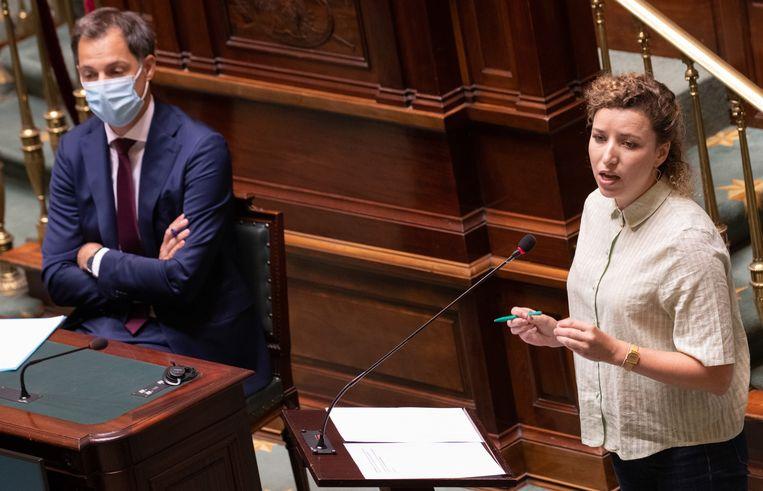 Premier Alexander De Croo (Open Vld) en staatssecretaris voor Gendergelijkheid Sarah Schlitz (Ecolo). Beeld BELGA