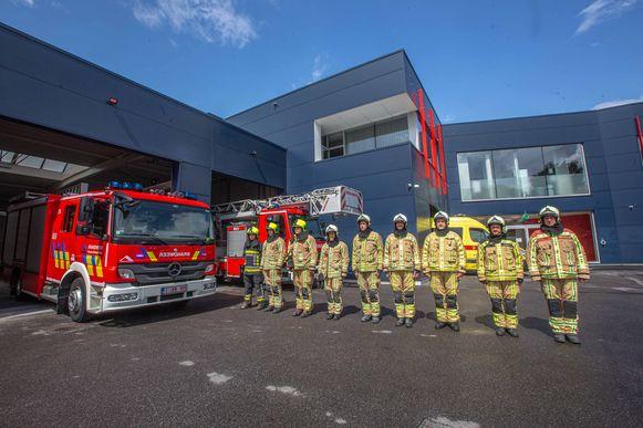 Ook de aanwezige brandweermannen van de post Lennik brachten een minuut stilte om hun collega's te herdenken.