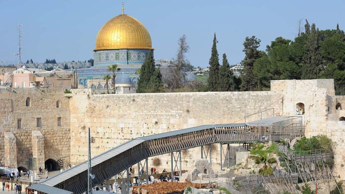 Le Mur des Lamentations (à l'arrière-plan, la Mosquée al-Aqsa)