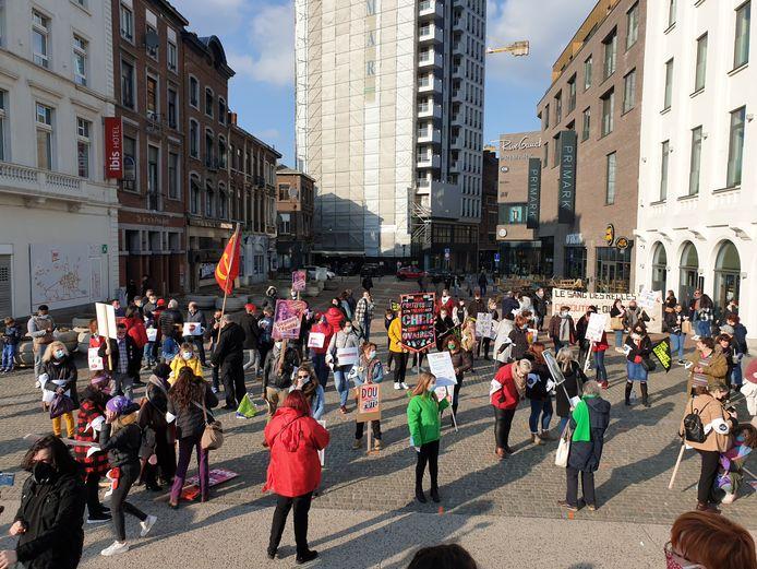 Manifestation organisée par Femmes de Mars sur la place Buisset à Charleroi