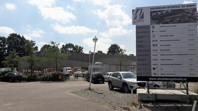 Aan de nieuwe sporthal De Werft in Kaatsheuvel hebben geen bedrijven uit de gemeente Loon op Zand meegebouwd.