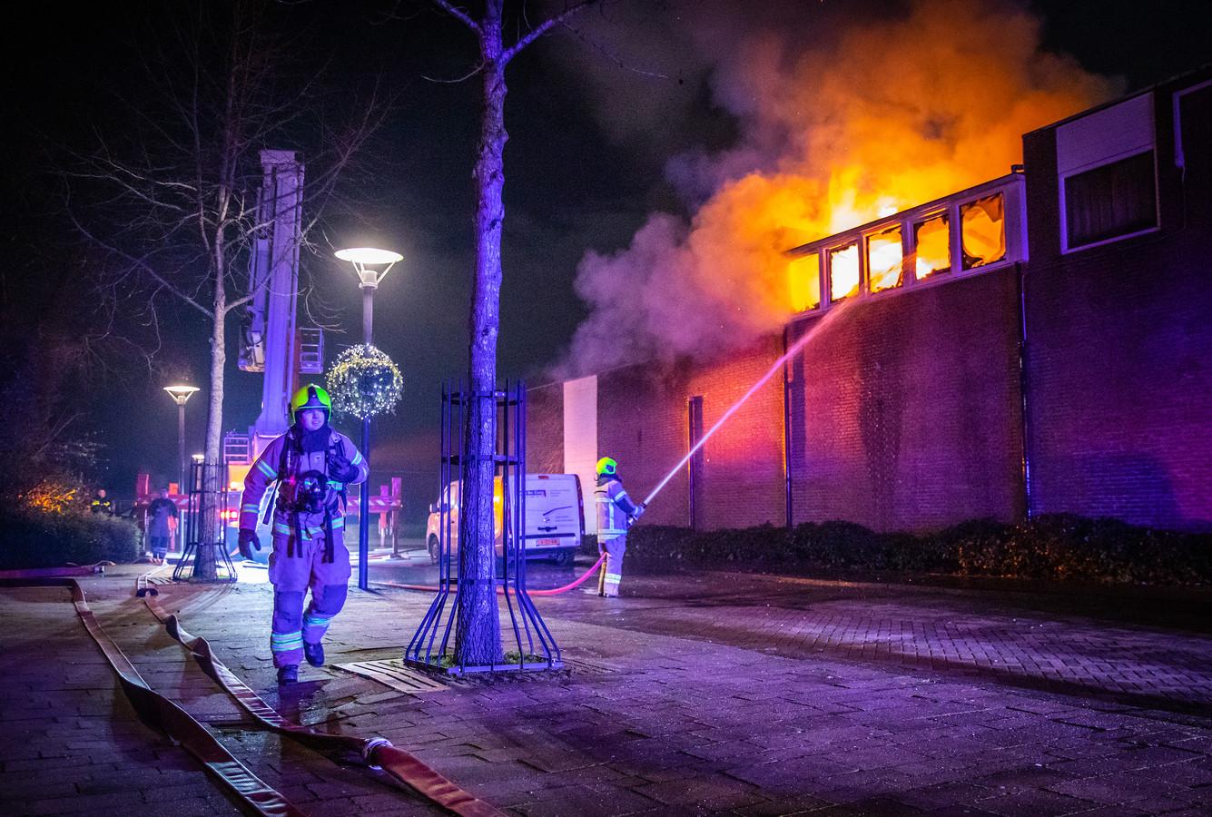 De brand op het Oranjeplein in Puttershoek.
