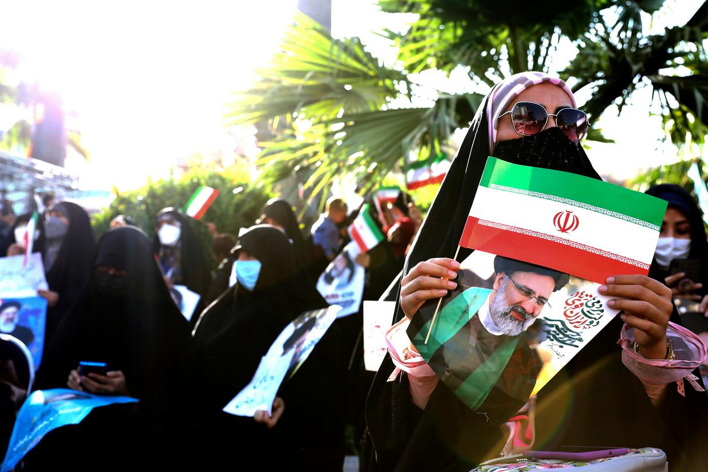 Aanhangers van de gedoodverfde favoriet, opperrechter Ebrahim Raisi, in Teheran, 16 juni. Beeld Ebrahim Noroozi / AP