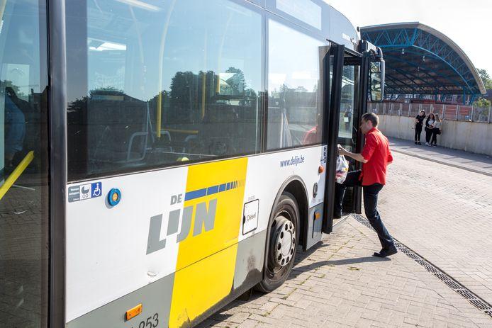 Door infrastructuurwerken zal De Lijn enkele haltes in Herne en Tollembeek tijdelijk niet meer bedienen.