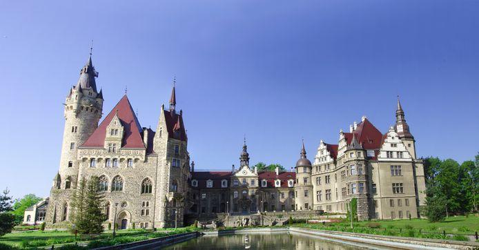 Le château de Moszna mêle différents styles architecturaux.