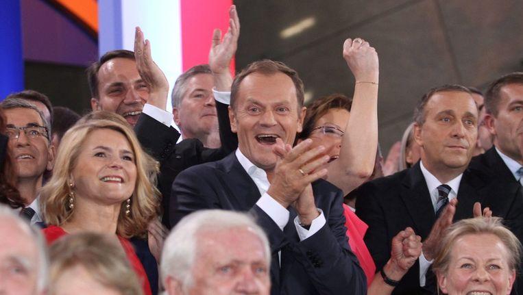 De Poolse premier Donald Tusk viert de overwinning. Beeld epa