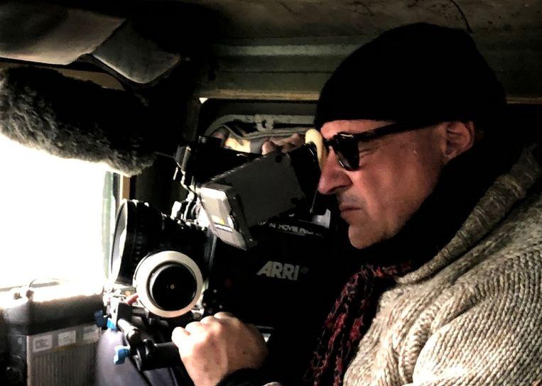 Gianfranco Rosi achter de camera tijdens het maken van Notturno. Beeld