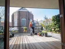 Willemien en Guido verkopen modern herenhuis omringd door historische stad: 'Karakteristiek Haags hofje'