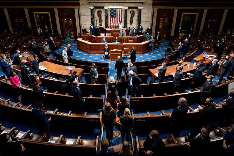 De zitting van het Congres waarin de uitslag van de Amerikaanse verkiezingen wordt vastgesteld, is met flink wat vertraging weer van start gegaan.  Beeld REUTERS