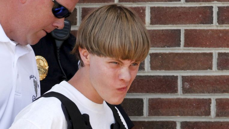 Dylann Roof (21) schoot negen zwarte mensen neer in een kerk in Charleston. Of er racistische motieven in het spel zijn, moet worden onderzocht. Beeld REUTERS