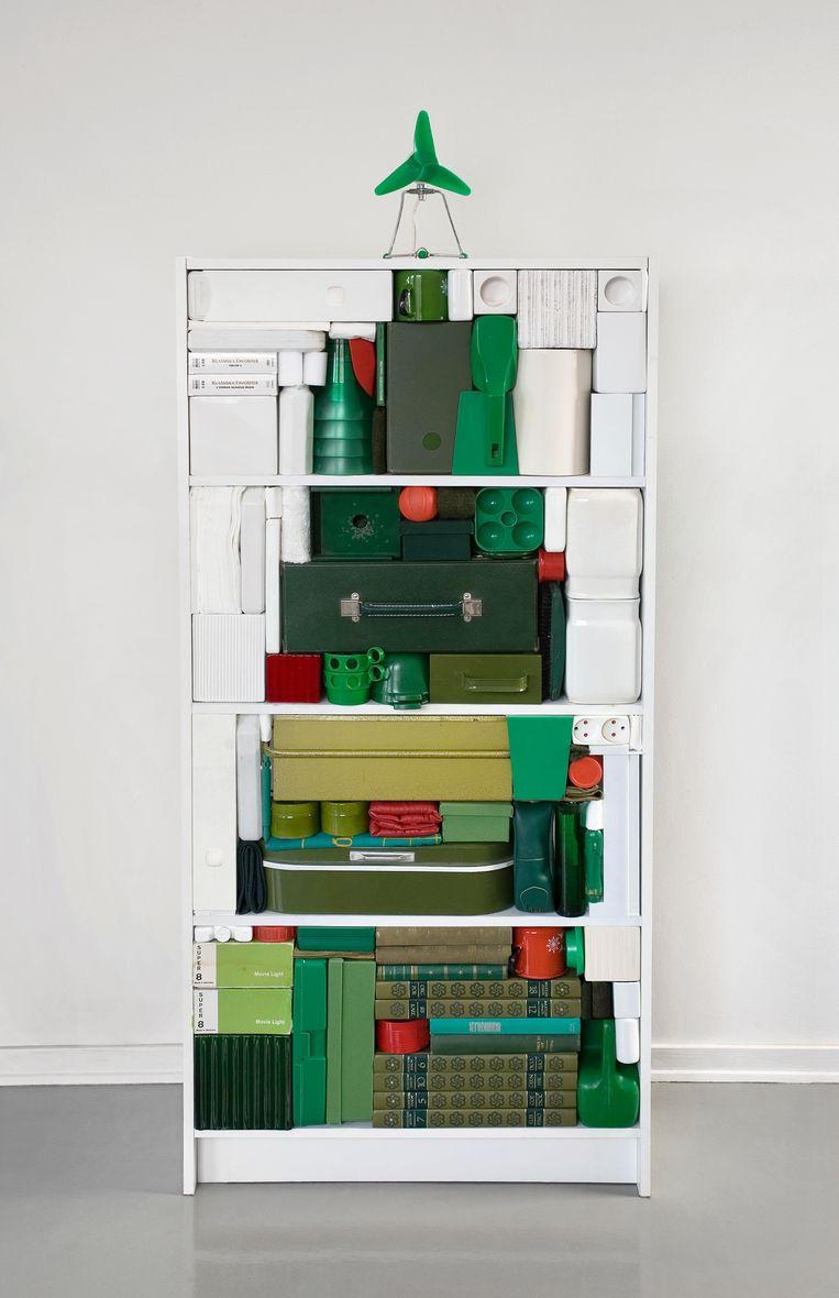 Shelf Made Christmas Tree van Michael Johansson. Beeld -
