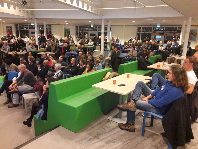 Oisterwijkers bijeen op een informatieavond over trillingen door het spoor.
