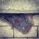 Volledig verweerd en half opgegaan in de omgeving: zo heeft David zijn handschoenen het liefst.