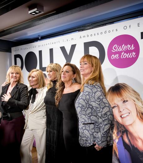De dames Dots gaan op tournee, deze keer zonder rolschaatsen