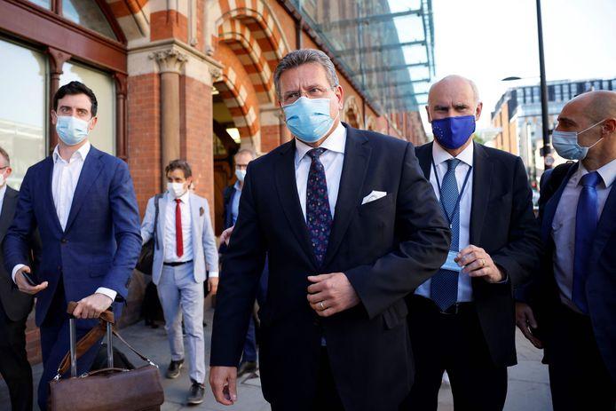 Vicevoorzitter van de Europese Commissie Maros Sefcovic (m.), gisteren bij aankomst in Londen.