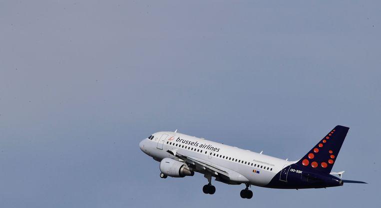 In Het Laatste Nieuws getuigt een voormalige stewardess van Brussels Airlines over blijvende gezondheidsproblemen door giftige dampen in de cabine. Beeld AFP