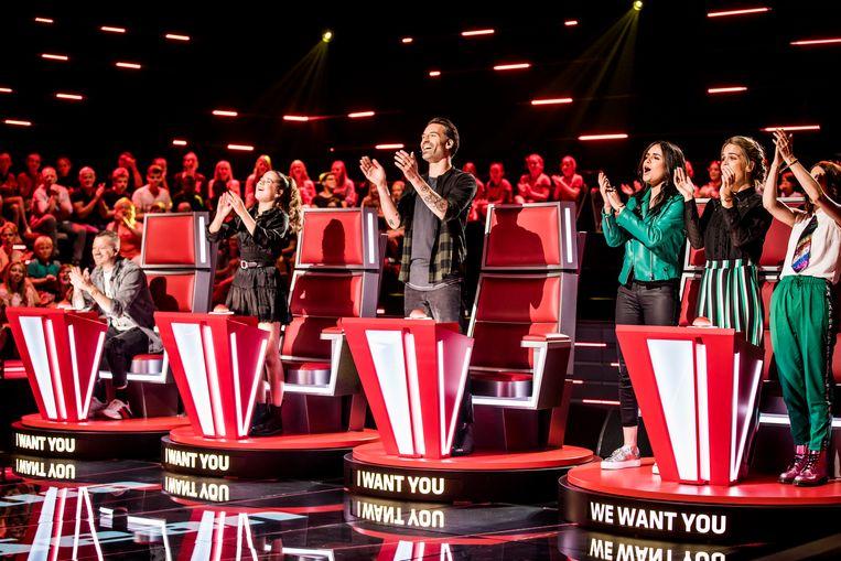 'The Voice' werd in al zijn varianten in de markt gezet als het ideale programma op vrijdagavond. Maar gaat dat nog wel op, nu uitgesteld kijken almaar meer in de lift zit, vraagt Pieter Dumon zich af. Beeld VTM