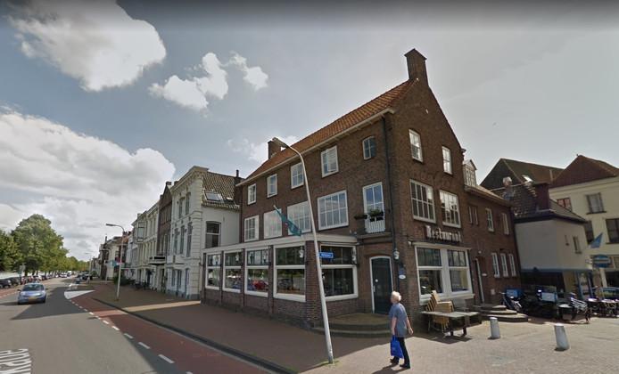 Restaurant Bij Alex aan de IJsselkade in Kampen staat te koop.