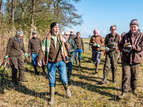 Natuurmonumenten gaat de bossen in met grijze vrijwilligers