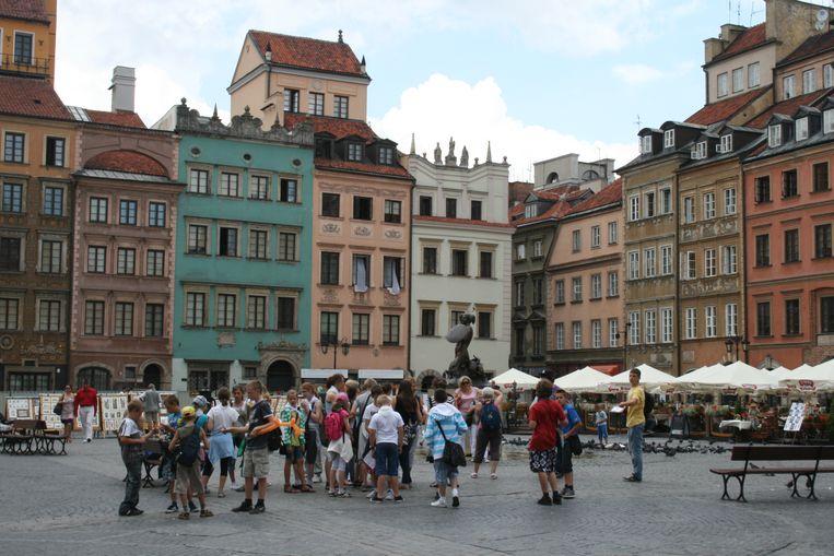 Een plein in Warschau. De burgemeester van de stad wilde de mars van extreemrechts verbieden, maar daar stak de rechter een stokje voor.