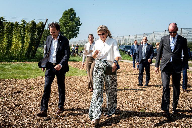 Koningin Máxima straalt in wijde pantalon met zwart-witte print Beeld Hollandse Hoogte /  ANP