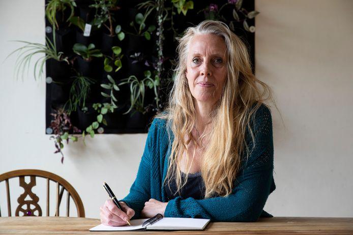 Schrijfster Marita Coppes, bestuurslid van Zutphen Literair: ,,Jongeren gaan meer schrijven vanwege corona. Ze voelen zich toch gekooid door de pandemie en hebben behoefte om hun gevoelens van zich af te schrijven.''