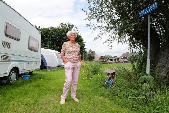 Maartje van der Laan (78) heeft op camping De Groene Waard zelfs een naambordje 'Heiloo's Laantje' op haar vaste standplaats.