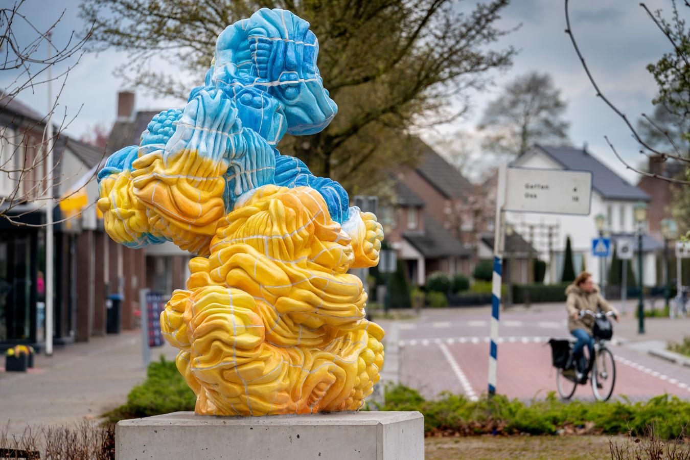 Nederland,  Nuland, het omstreden kunstwerk op de markt.