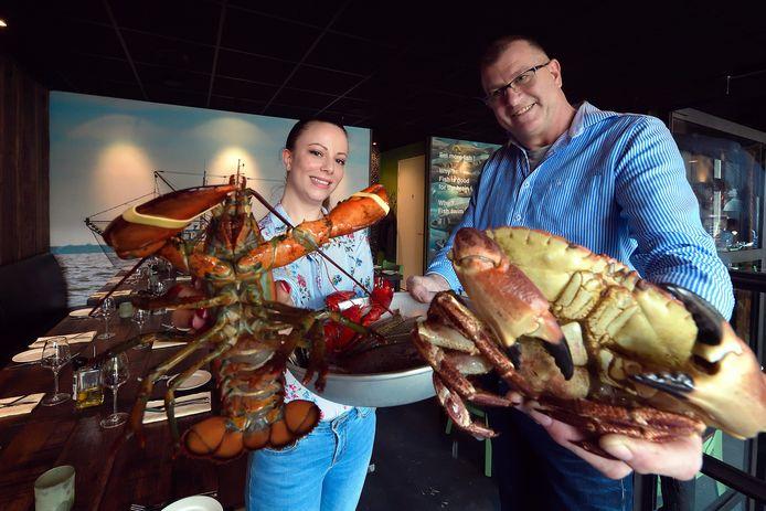 Tamara Scheepers en Tom Dusseldorp in visrestaurant Zeeën van Tijd.