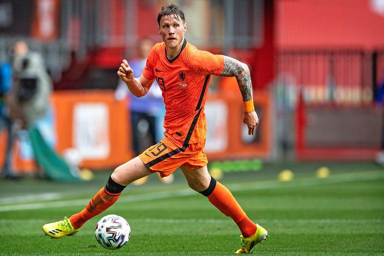 Wout Weghorst aan de bal tijdens de oefenwedstrijd tegen Georgië. Beeld Guus Dubbelman / de Volkskrant