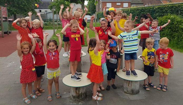 De kinderen van gemeenteschool Sprinkhaantje hebben vertrouwen in de wedstrijd van de Rode Duivels. Buggenhout