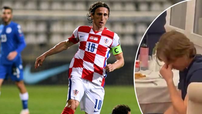 Modric kan tranen niet bedwingen na staande ovatie van Kroatische ploeggenoten