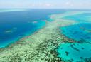 Een luchtfoto van het bedreigde Great Barrier Reef in Australië.