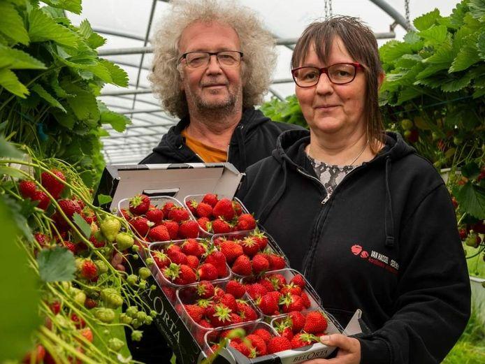 Luc Van Hassel en Kathleen Ceuleneer baten het landbouwbedrijf Van Hassel in Vlezenbeek uit.
