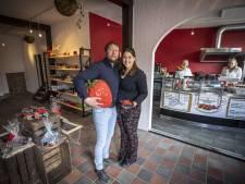 Manderveense 'kunst' in Ootmarsum' maar dan met aardbeien