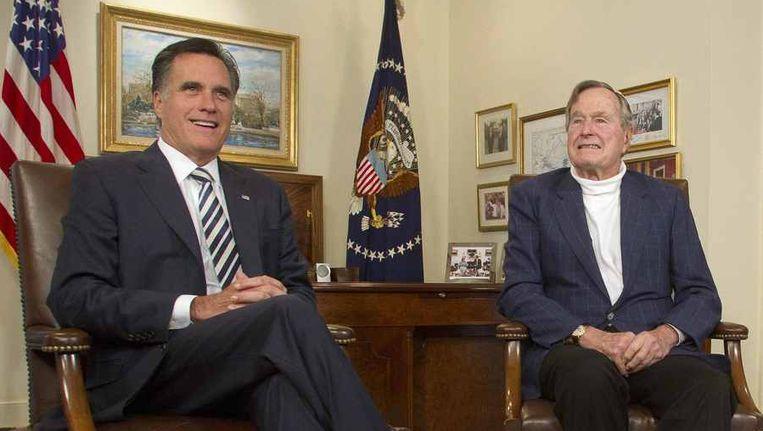 Mitt Romney neemt verheugd kennis van de officiële steunbetuiging van oud-president Bush Senior. Beeld reuters