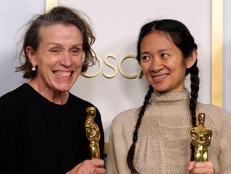 Frances McDormand en Chloe Zhao. Beeld AFP