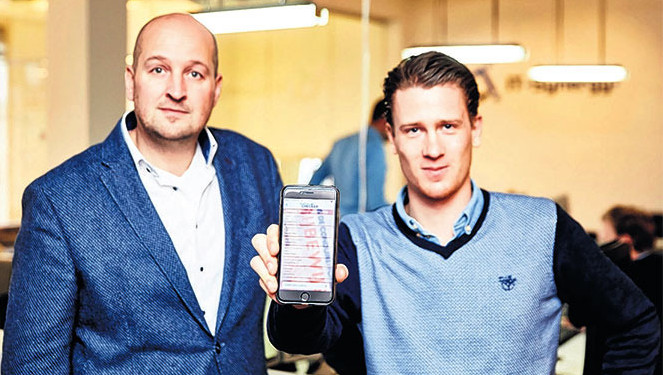 Z Thijs Mos (r) en Dave Moerman ontwikkelden een app om autodiefstal tegen te gaan.