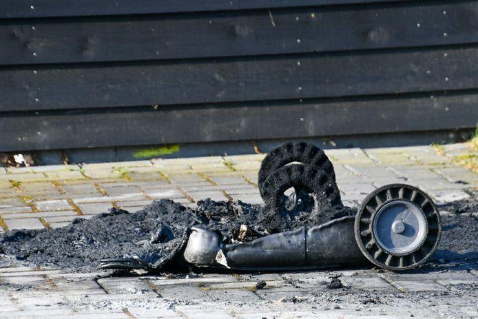De restanten van een uitgebrande container bij Erve Leppink.