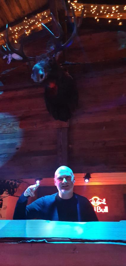 DJ Jan V. in de Moose Bar in Antwerpen.